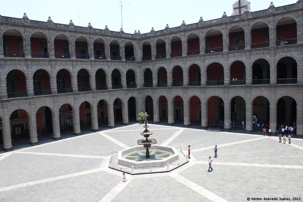Patio central del Palacio Nacional - 5