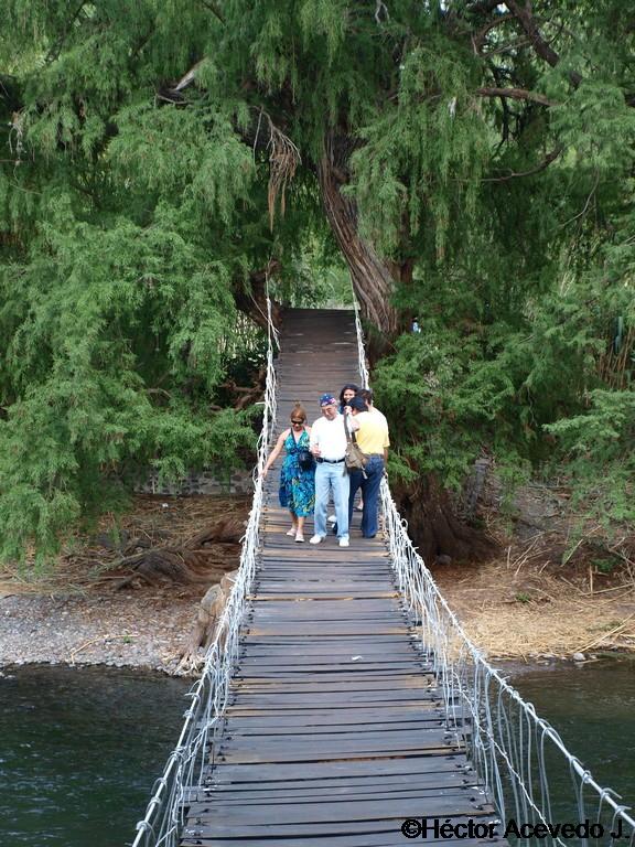 El puente colgante viejo en Tlaco -3